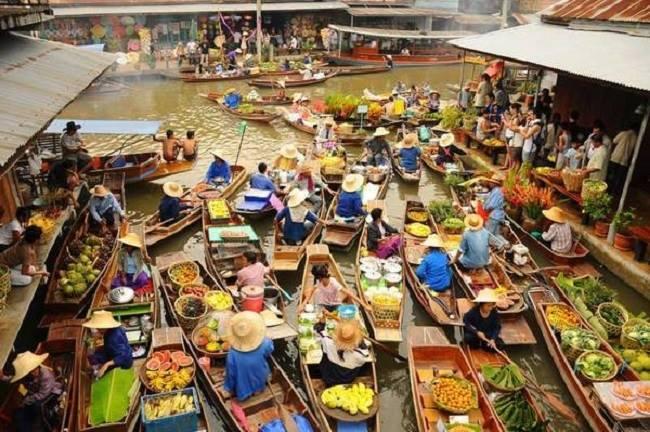 Chợ nổi Damnoen Saduak tấp nập