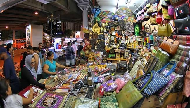 """Khu Sukhumvit là nơi đóng quân của những """"tín đồ shopping"""""""
