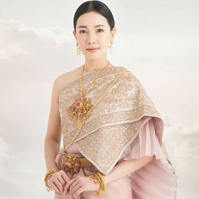 Thai Chakkri - một loại trang phục truyền thống cung đình của nữ giới