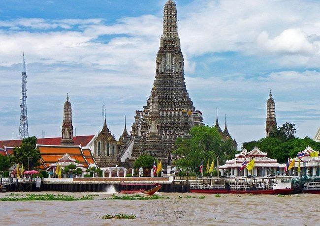 Chùa Wat Arun được trang trí công phu nhất xứ chùa Vàng