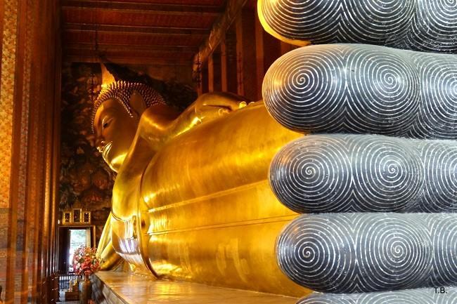Chùa Wat Pho nổi tiếng nhờ bức tượng phật trong tư thế nhập niết bàn