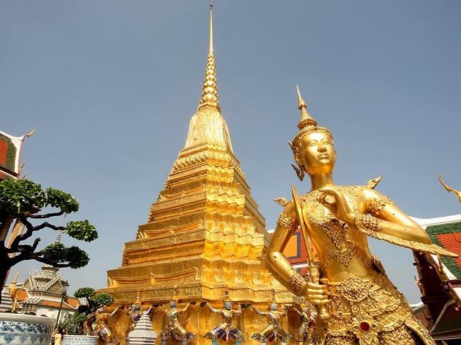 ngôi chùa Phật giáo linh thiêng nhất tại Thái-Wat Phra Kaew