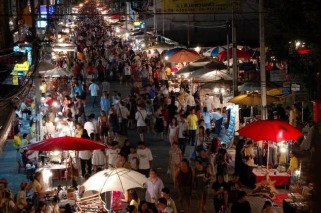 Khung cảnh chợ Chatuchak về đêm.