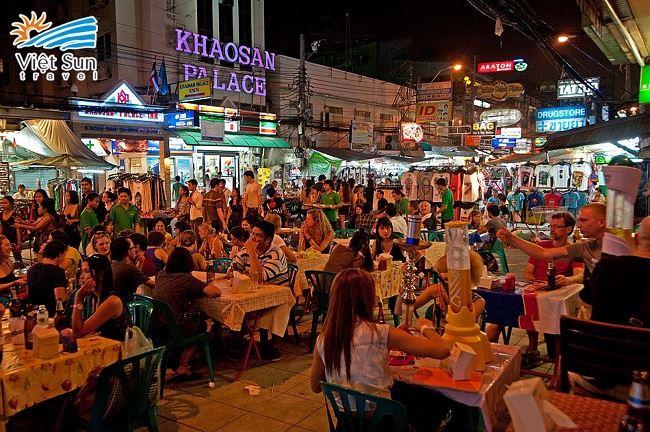 Phố Khao San là khu phố phía Tây luôn luôn nhộn nhịp