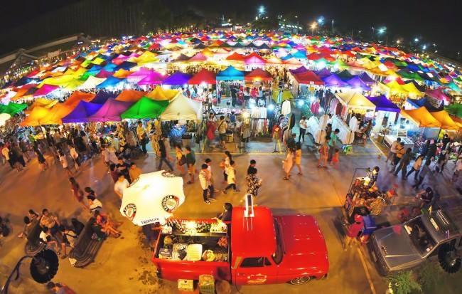 Toàn cảnh chợ Chatuchak rộng lớn, tấp nập.