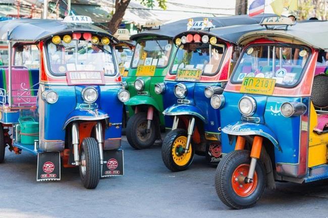 Xe tuk tuk là một trong những phương tiện giao thông đặc trưng nhất khi du lịch Thái Lan
