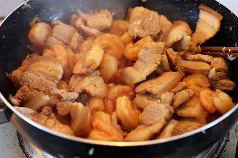 Thịt rang cháy cạnh ăn với cơm trắng