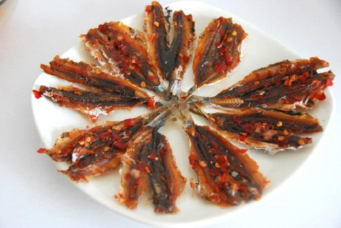 Nướng khô cá chỉ vàng bằng lò vi sóng đậm vị